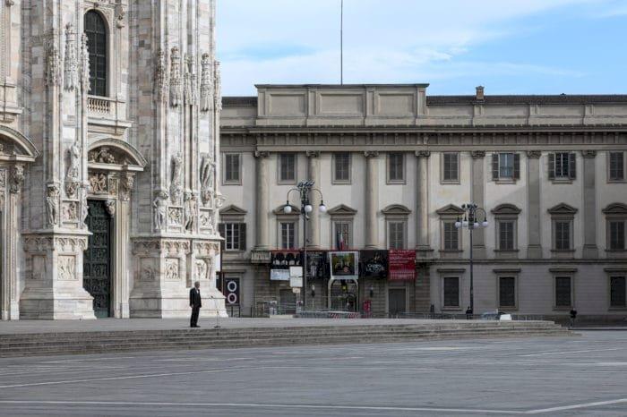 Bocelli llena de música para la esperanza la desierta catedral de Milán