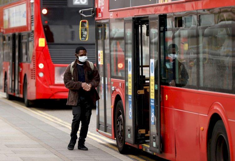 Coronavirus: Reino Unido planea ampliar el confinamiento de los mayores de 70 hasta el año que viene