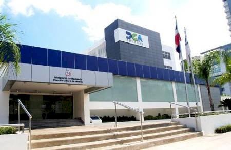 Las recaudaciones de las aduanas dominicanas caen un 39 % en abril