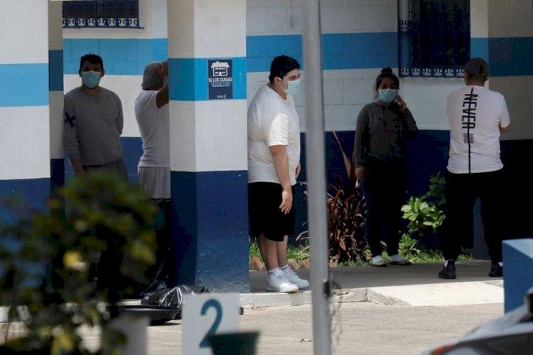 Presidente de Guatemala reclama a EEUU por enviarle migrantes con coronavirus