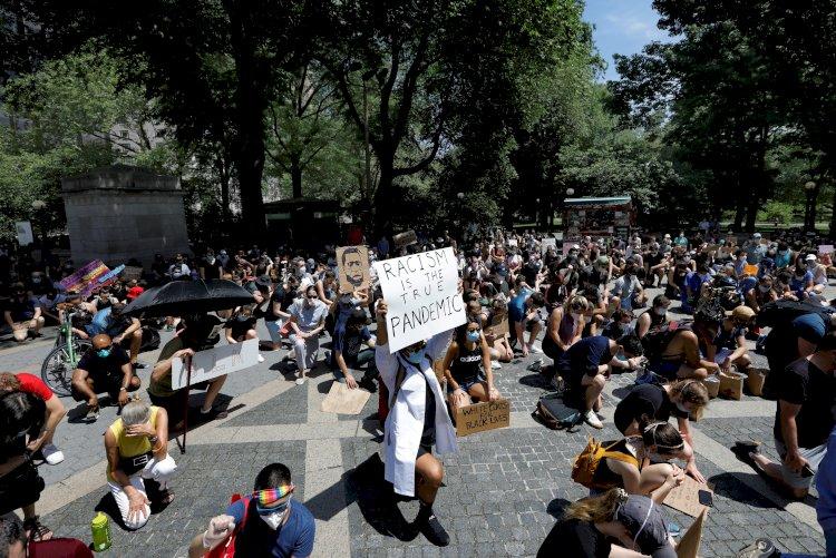 Nueva York vive un sábado con decenas de protestas tras noche tranquila