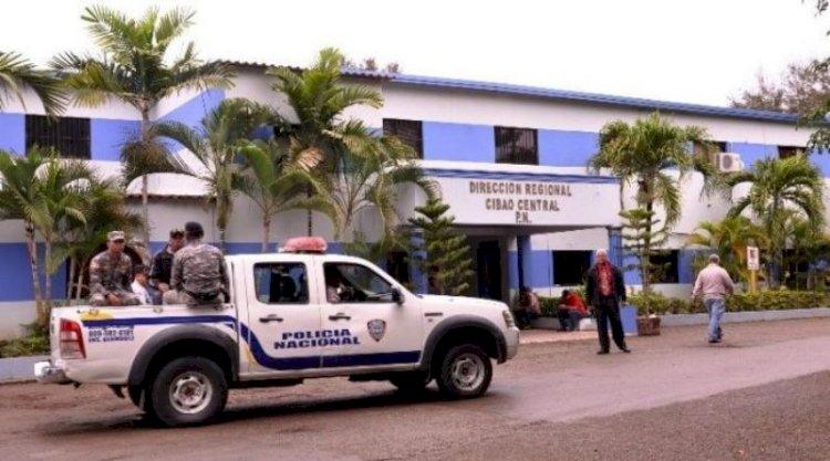Detienen 7 trabajadoras sexuales y 2 hombres por violar toque de queda en Monción