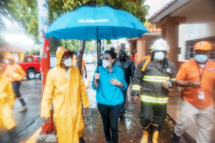 Alcaldesa Carolina Mejía supervisa barrios vulnerables ante paso de la tormenta Isaías