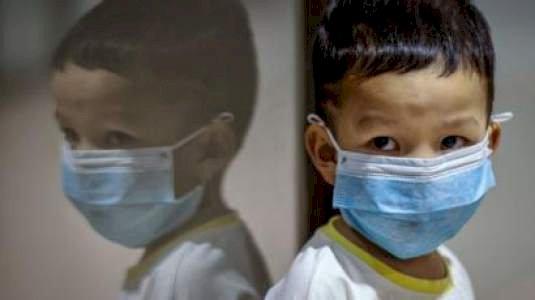 Los niños pueden tener el coronavirus y anticuerpos a la vez, según un estudio