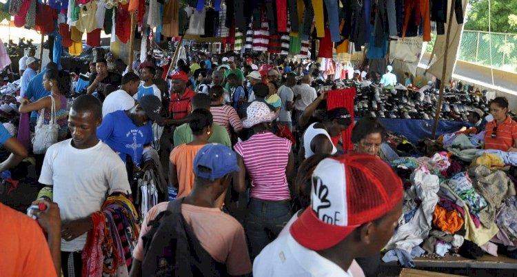"""Vendedores de """"Las Pulgas"""" piden al Gobierno continuar labores en la zona"""
