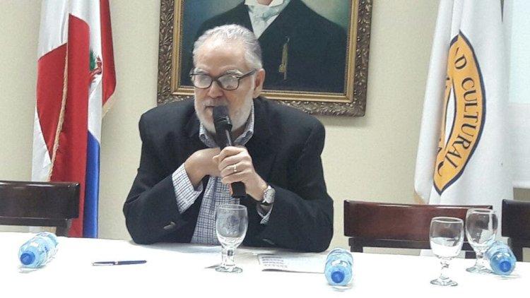 Ministro de Economía respalda las tres causales del aborto; dice iniciativa protege a mujeres carenciadas