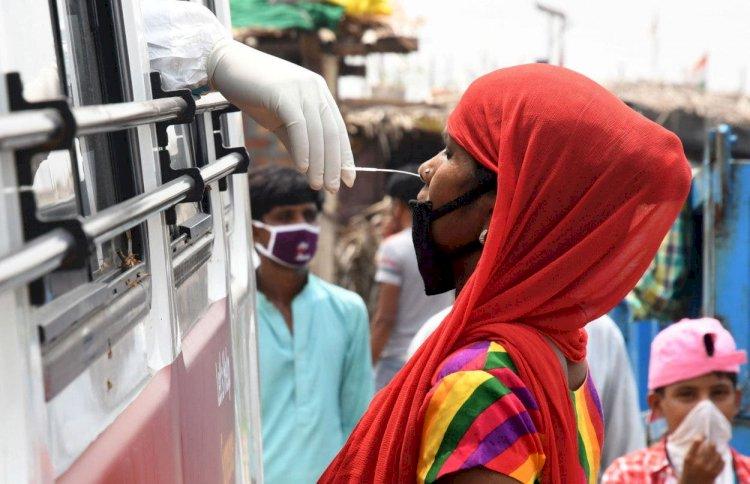 India supera 5 millones de casos de COVID-19, 82 mil decesos