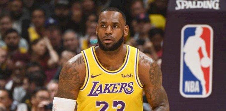 Lakers protestan por pocas faltas señaladas sobre LeBron