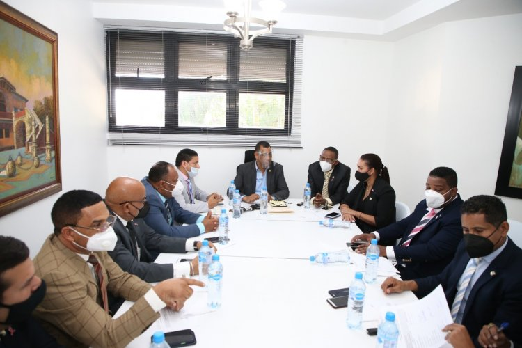 Diputados se reúnen con el director de Migración sobre plan de seguridad nacional