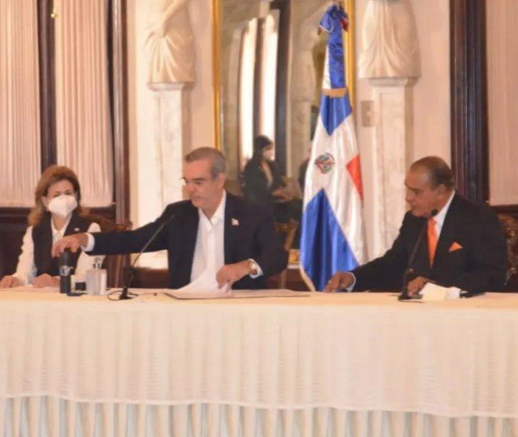 Abinader firma declaración de Chapultepec