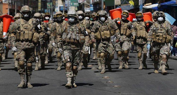 Militares marchan en repudio a la detención de un general en Bolivia