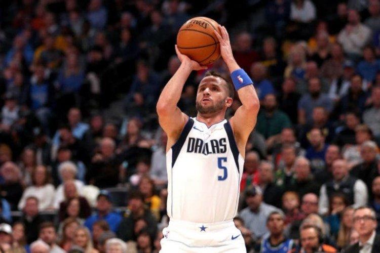 Los Dallas Mavericks renuevan a J.J. Barea por un año
