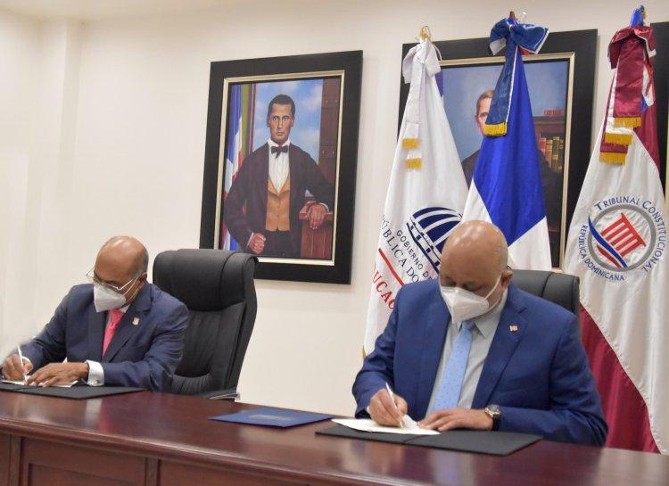 """Minerd y TC firman acuerdo para elaboración de """"Cátedra Constitución"""""""