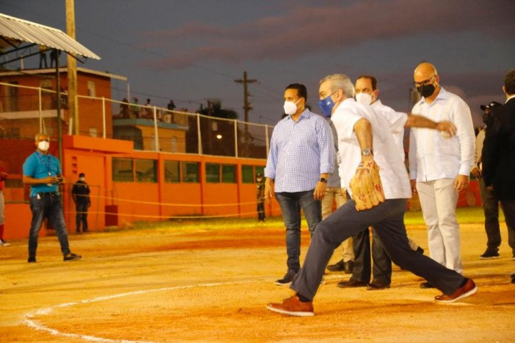 Presidente Abinader inaugura remodelación y ampliación del Club Deportivo Virgilio Castillo