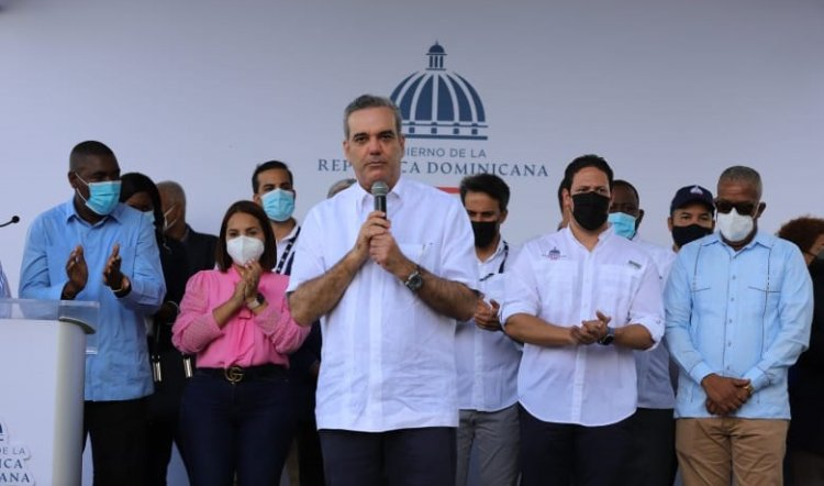 Presidente aclara que no hay dinero para los lujos, pero sí para la salud