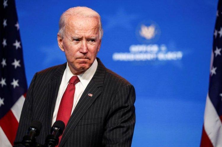 EU: Biden recibe informe inteligencia;  se fractura pie jugando con su perro