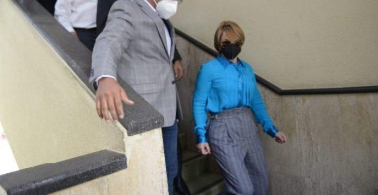 Exdiputada Lucía Medina visita cárcel para ver a sus hermanos apresados ayer