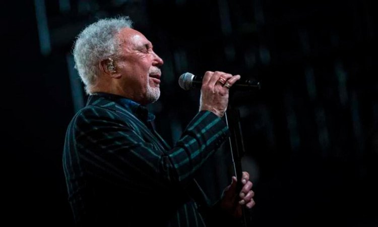 "Tom Jones publicará a los 80 años un nuevo disco, ""Surrounded By Time"""