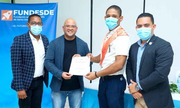 Jóvenes culminan con éxito programa de capacitación para el empleo en SDE