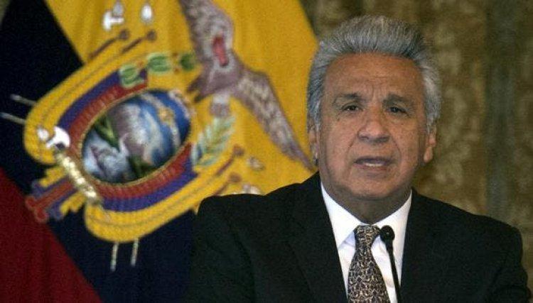 Presidente de Ecuador pide renuncia a titular de Salud por caos en vacunación