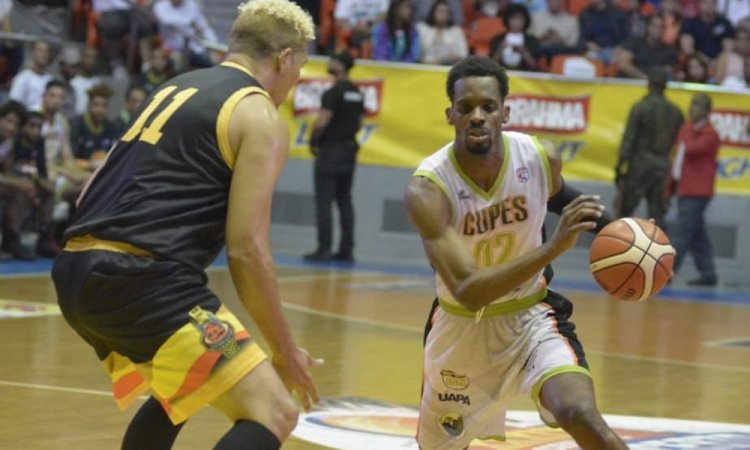 Juan Manuel Suero hace triple doble, el Cupes gana en basquet de Santiago