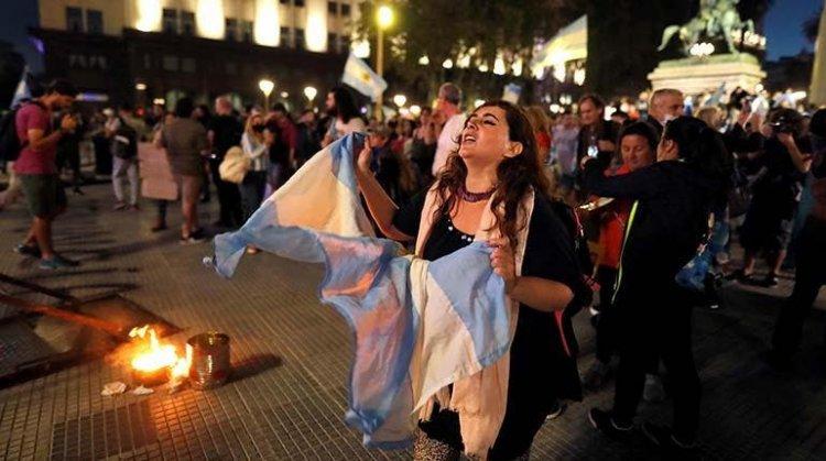 Protestan en Buenos Aires contra nuevas medidas ante segunda ola de covid-19