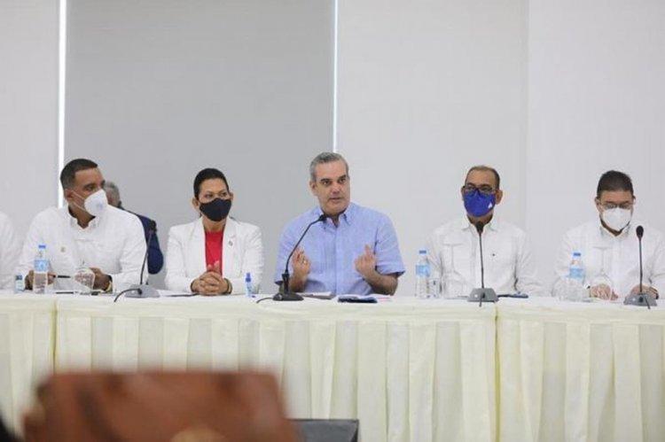 Abinader achaca casos de difteria a crisis sanitaria causada por la COVID