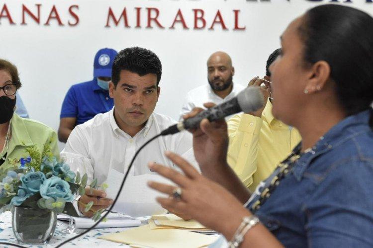 Arnaud garantiza a provincias Hermanas Mirabal y Duarte solución en agua y saneamiento