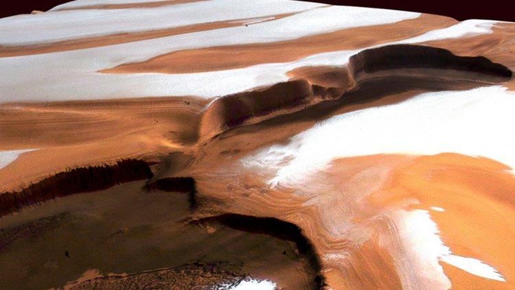 Descubren en Marte características de un posible glaciar
