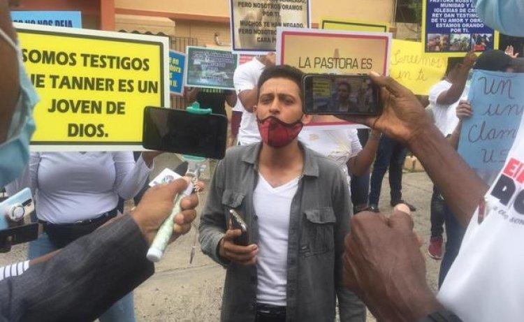 Supuestos feligreses defienden inocencia de pastora Rossy Guzmán