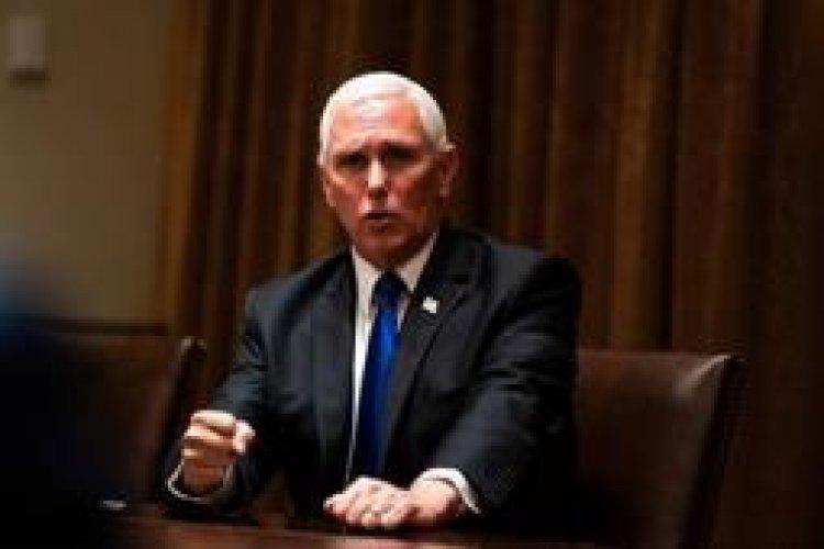 """Pence es interrumpido por gritos de """"traidor"""" en un foro conservador"""