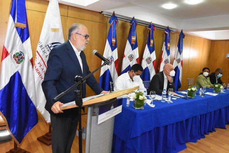 Ministerio de Economía entrega RD$119.7 millones para 41 proyectos de inversión pública