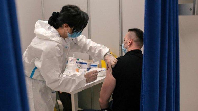 Estados Unidos recurre a influencers para alentar a joven a vacunarse