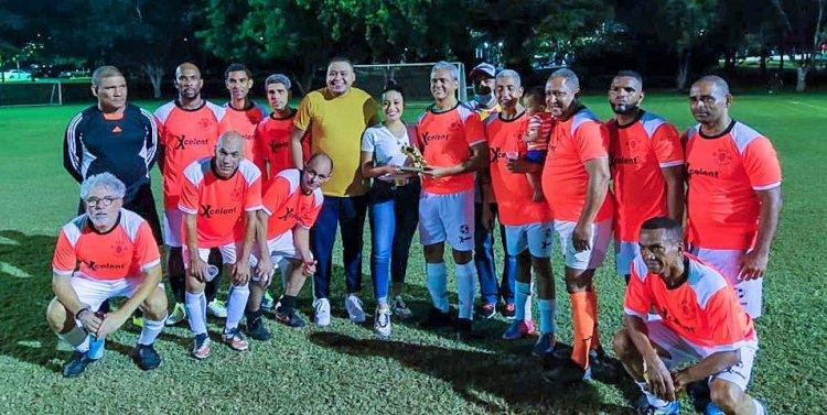 Portero Junior Balbuena ataja un penal y Santiago se corona campeón Clásico Veteranos fútbol del Cibao