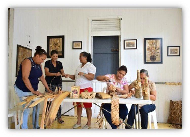 Mujeres noroestanas convierten desperdicios en artesanía