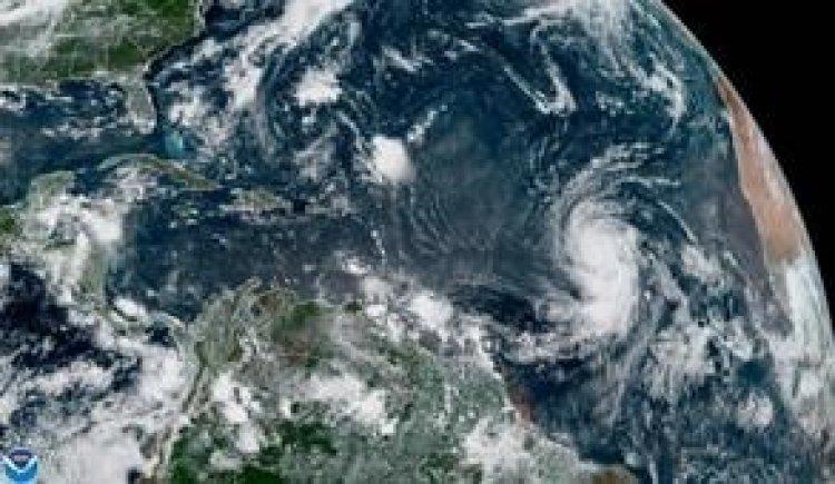 Huracán Larry amenaza con corrientes de resaca a costas de EE.UU y Canadá