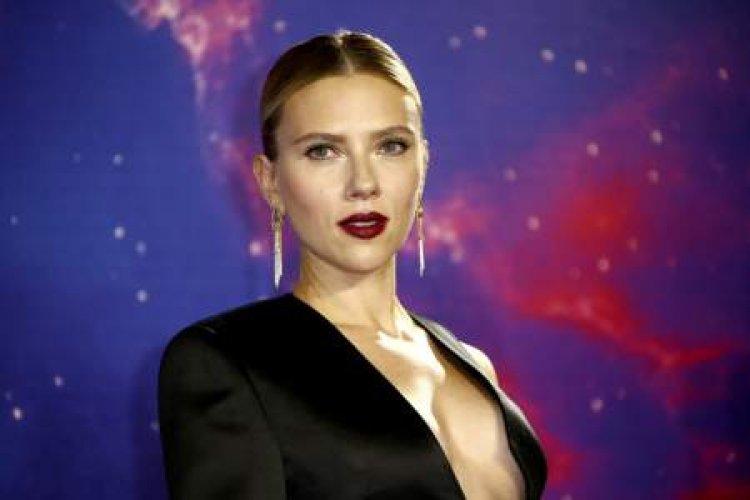 Scarlett Johansson pide 100 millones de dólares a Disney