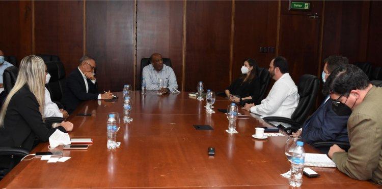 Ministro de Energía y Minas recibe a inversionistas extranjeros interesados en proyectos de energía renovable