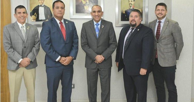 Jefe regional de DEA y agentes se reúnen con presidente de DNCD