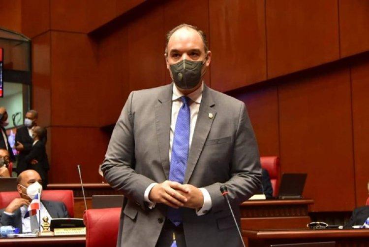 Senador José del Castillo denuncia adenda 4 para Monte Grande no pasó por el Congreso