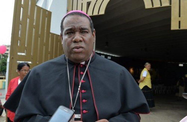 Derroche de Ministros es ofensa a la pobreza, dice obispo Castro