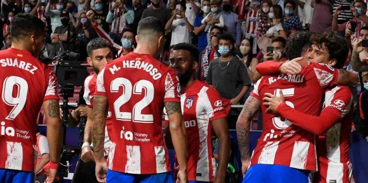 Luis Suárez marca el segundo del Atlético ante Barcelona